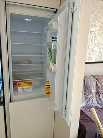 Установка холодильника