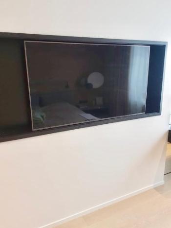 Небольшой телевизор в нише
