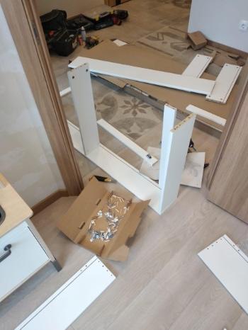 подготовка к сборке шкафа с одним зеркалом